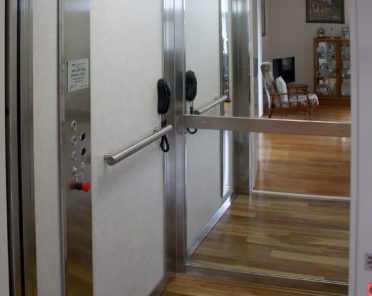 Home elevators luxury home elevators design options for Elevator options