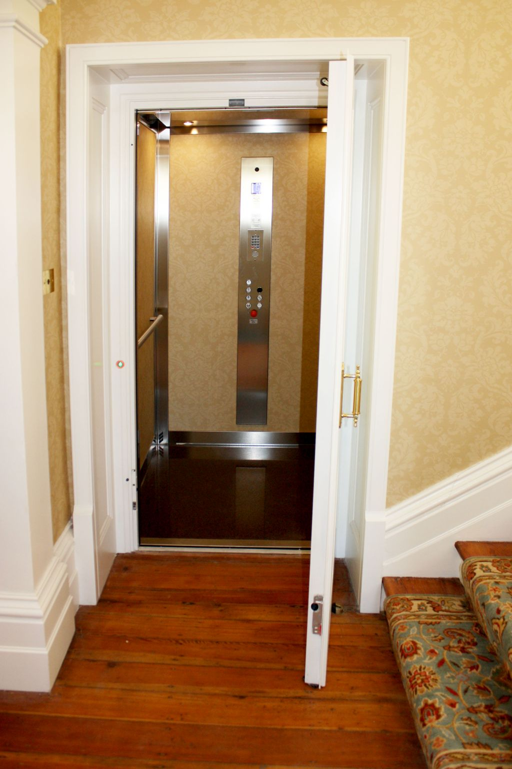 How to personalise a lift cabin ?
